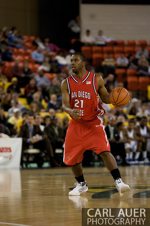 November 29, 2008: San Diego State guard Matt Thomas (21) in the championship game of the 2008 Great Alaska Shootout at the Sullivan Arena.  San Diego State would keep Hampton scoreless for most of the first 7 minutes of the game and never look back on the Aztec's run to the win Saturday night.