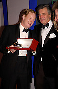 Earl of Derby and Arnaud Bamberger, The 2004 Cartier Racing awards, Four Seasons Hotel. London. 17 November 2004. ONE TIME USE ONLY - DO NOT ARCHIVE  © Copyright Photograph by Dafydd Jones 66 Stockwell Park Rd. London SW9 0DA Tel 020 7733 0108 www.dafjones.com