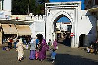 "Maroc, Tanger, ville nouvelle, le Grand Socco ou la place du 9 avril 1947, porte de la medina ""Bab el Fahs"" // Morocco, Tangier (Tanger), new city, Grand Socco square or April 9, 1947 square, ""Bab el Fahs"" door of old city (medina)"
