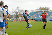 Twickenham. Great Britain,  Quins, Adrian JARVIS, kicks for touch, during the European Challenge Cup, match between, NEC Harlequins and Montpellier, on Sat., 28/10/2006, played at the Twickenham Stoop, England. Photo, Peter Spurrier/Intersport-images]......