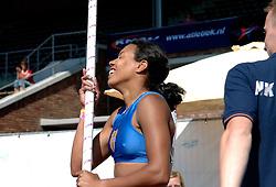 08-07-2006 ATLETIEK: NK BAAN: AMSTERDAM<br /> Rianna Galiart mag haar tas pakken voor het EK. Ze kwam met de polsstok over 4,20 meter, precies de limiet.<br /> ©2006-WWW.FOTOHOOGENDOORN.NL