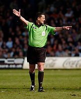 Photo: Leigh Quinnell.<br /> Luton Town v Southampton. Coca Cola Championship. 07/04/2007. Referee G.Laws.