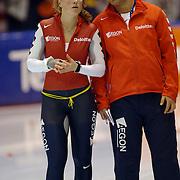 NLD/Heerenveen/20060122 - WK Sprint 2006, 2de 1000 meter dames, Sanne van der Star in gesprek met