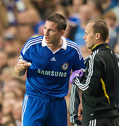 LONDON, ENGLAND - Wednesday, May 6, 2009: Chelsea's Frank Lampard is treated for a injury to his mouth during the UEFA Champions League Semi-Final 2nd Leg match against Barcelona at Stamford Bridge. (Photo by David Rawcliffe/Propaganda)