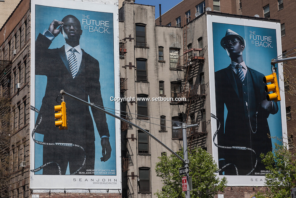 New York.giant advertising in Lower east side  New york - United states  Manhattan  /  le Bowery dans Lower east side architecture  New york - Etats unis