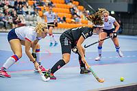 ROTTERDAM -  Noor de Baat (Adam)  met Mariette Boot (SCHC) , dames Amsterdam-SCHC.   ,hoofdklasse competitie  zaalhockey.   COPYRIGHT  KOEN SUYK