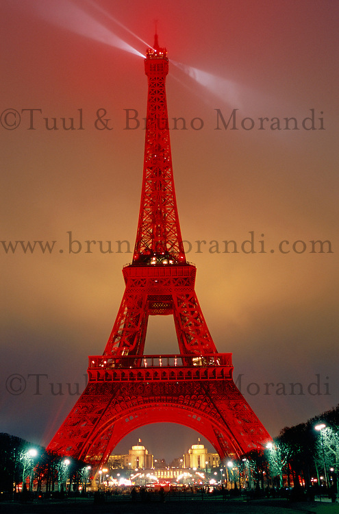 France. Paris. Tour Eiffel. Nouvel an chinois. // France. Paris. Eiffel Tower. Chinese new year.