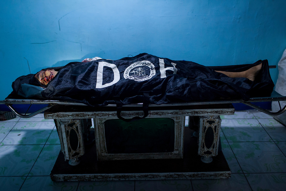 A body of a man killed is seen at Eusebio morgue in Navotas, Manila.  The murder is suspected to be related to the drug war.<br />
