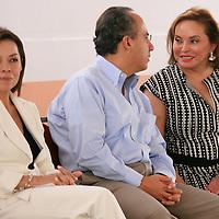 Tonatico, Mex.- Felipe Calderon Hinojosa, presidente de México, conversa con Elba Esther Gordillo (der), lider nacional del Sindicato Nacional de Trabajadores de la Educación (SNTE), a la izquierda Josefina Vazquez Mota, secretaria de Educación durante la inauguracion del IV Encuentro Nacional de Educación y 2ª Encuentro Nacional de Padres de familia y maestros. Agencia MVT / Mario Vazquez de la Torre. (DIGITAL)<br /> <br /> <br /> <br /> <br /> <br /> <br /> <br /> NO ARCHIVAR - NO ARCHIVE
