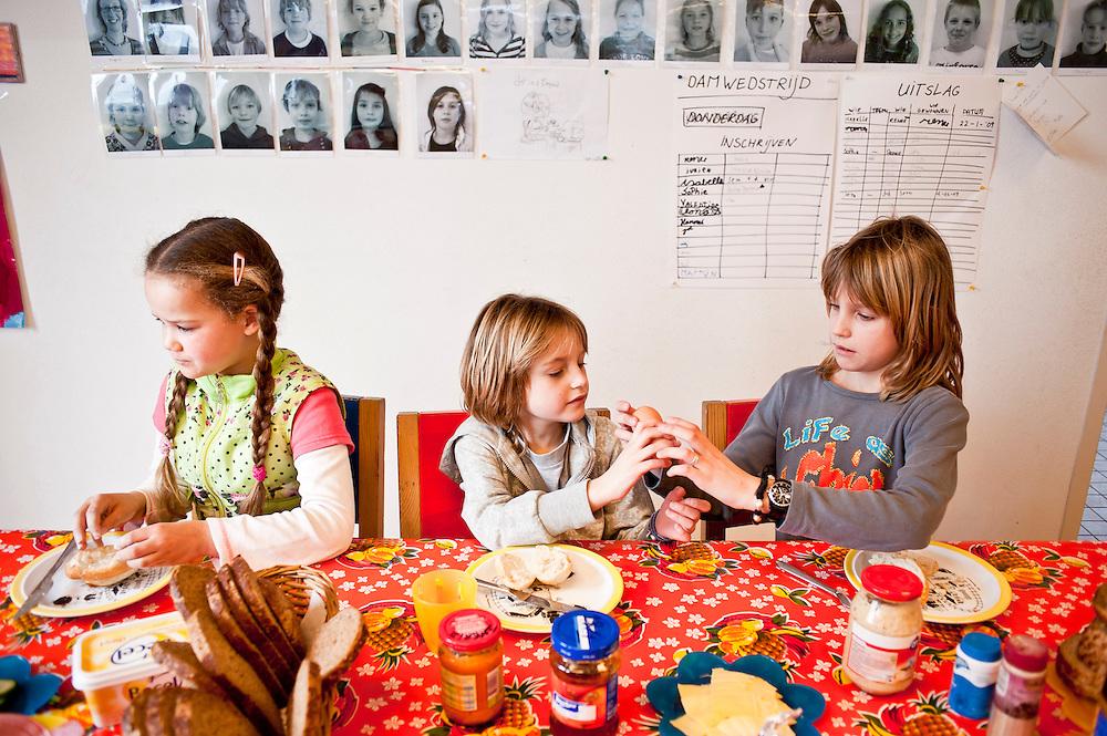 deze BSO foto's mogen alleen verschijnen in een tijdschrift over onderwijs of kinderopvang