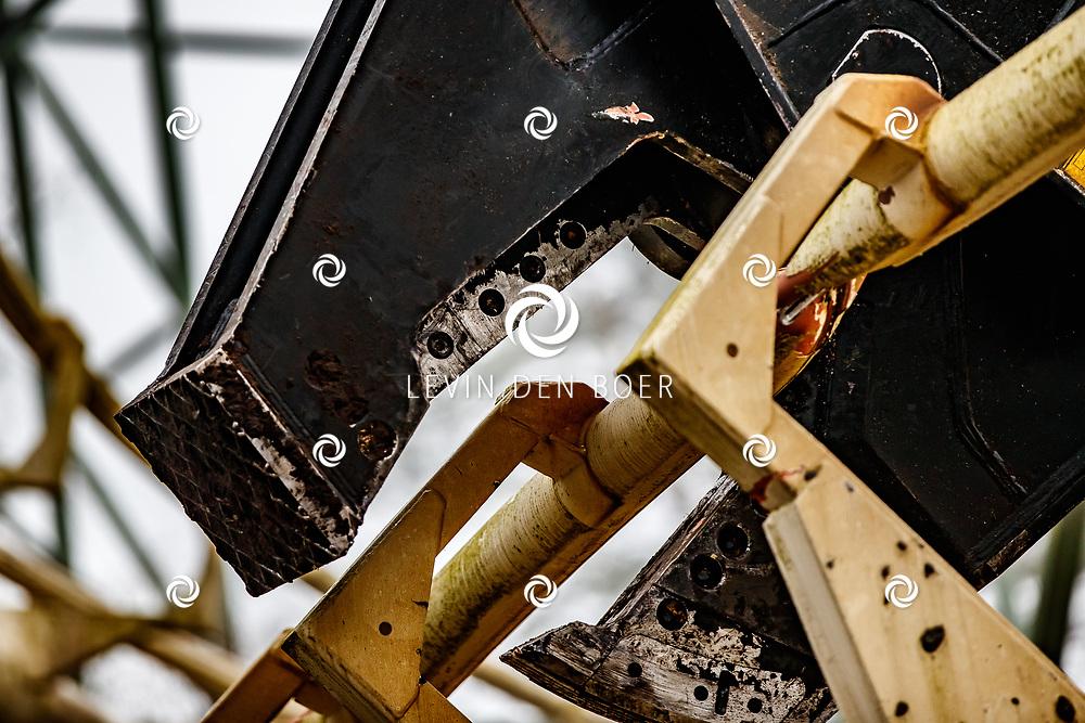 KAATSHEUVEL - Het eerste deel van de sloop van de Python in de Efteling.. FOTO LEVIN & PAULA PHOTOGRAPHY VOF