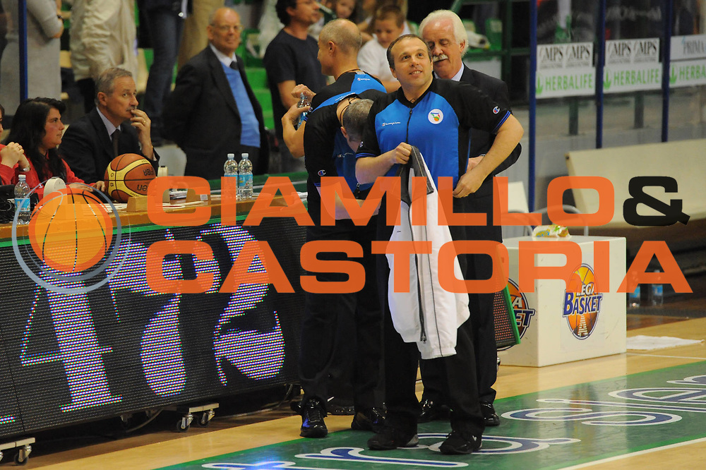 DESCRIZIONE : Siena Lega A 2010-11 Montepaschi Siena Lottomatica Virtus Roma<br /> GIOCATORE : referee<br /> SQUADRA : <br /> EVENTO : Campionato Lega A 2010-2011<br /> GARA : Montepaschi Siena Lottomatica Virtus Roma<br /> DATA : 15/05/2011<br /> CATEGORIA : referee arbitro pregame <br /> SPORT : Pallacanestro<br /> AUTORE : Agenzia Ciamillo-Castoria/GiulioCiamillo<br /> Galleria : Lega Basket A 2010-2011<br /> Fotonotizia : Siena Lega A 2010-11 Montepaschi Siena Lottomatica Virtus Roma<br /> Predefinita :