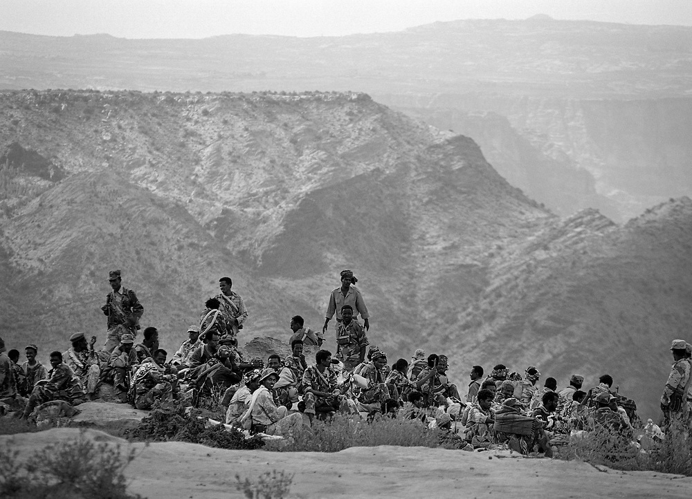 Eritrean soldiers on the way to the front lines  during the Eritrea/Ethiopia war, Igila, Eritrea.