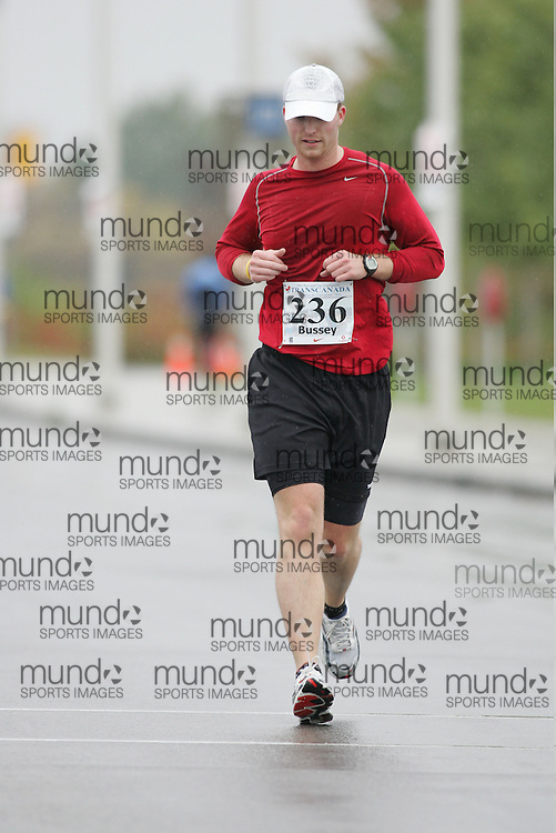 (13/10/2007--Ottawa) TransCanada 10K Canadian Championship run by Athletics Canada. The athlete in action is JASON BUSSEY