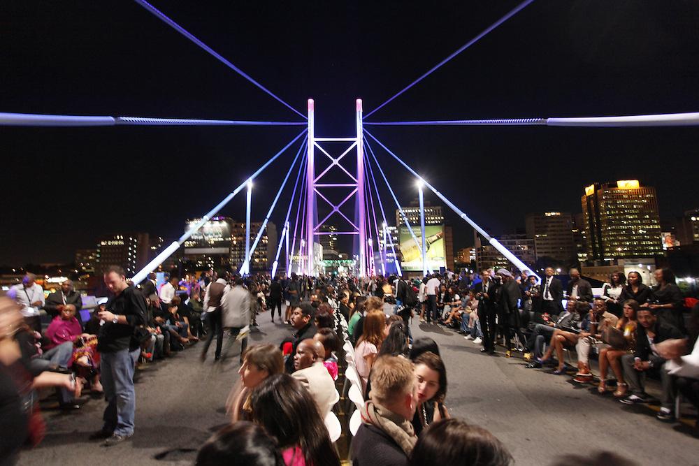 Fashion designer David Tlale's final show of Johannesburg Fashion Week on the Nelson Mandela bridge at midnight. . Jo'burg CBD. South Africa..Picture by Zute Lightfoot www.lightfootphoto.com.19th February 2010