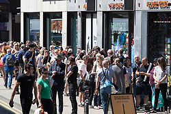© Licensed to London News Pictures . 26/05/2017 . Manchester , UK . The front of the queue on Oldham Street . The Charlatans do an album signing for the launch of their album Different Days at Piccadilly Records . Photo credit : Joel Goodman/LNP