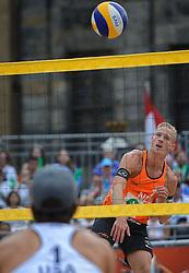20150629 NED: WK Beachvolleybal day 4<br /> Wessel Keemink #2 en Sven Vismans #1 hebben ook hun tweede groepswedstrijd op de WK beachvolleybal verloren. Het Amerikaanse duo Nicholas Lucena en Theodore Brunner was op de Dam in Amsterdam in twee sets te sterk 21-16 en 21-13