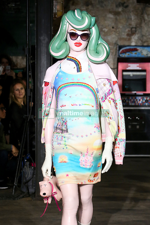 September 29, 2016 - Paris, FRANCE - Manish Arora.MODEL ON CATWALK, WOMAN WOMEN, PARIS FASHION WEEK 2017 READY TO WEAR FOR SPRING SUMMER, DEFILE, FASHION SHOW RUNWAY COLLECTION, PRET A PORTER, MODELWEAR, MODESCHAU LAUFSTEG FRUEHJAHR SOMMER .PARSS17 (Credit Image: © PPS via ZUMA Wire)