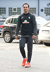 27.10.2014, Trainingscenter, Bremen, GER, 1. FBL, SV Werder Bremen, Training, im Bild Alexander Nouri (Trainer SV Werder Bremen II) // during a Trainingssession of German Bundesliga Club SV Werder Bremen at the Trainingscenter in Bremen, Germany on 2014/10/27. EXPA Pictures © 2014, PhotoCredit: EXPA/ Andreas Gumz<br /> <br /> *****ATTENTION - OUT of GER*****