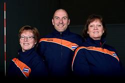06-05-2014 NED: Selectie Nederlands zitvolleybal team vrouwen, Leersum<br /> In sporthal De Binder te Leersum werd het Nederlands team zitvolleybal seizoen 2014-2015 gepresenteerd / (L-R) Elly Hooiveld, Pim Scherpenzeel en Karin Harmsen