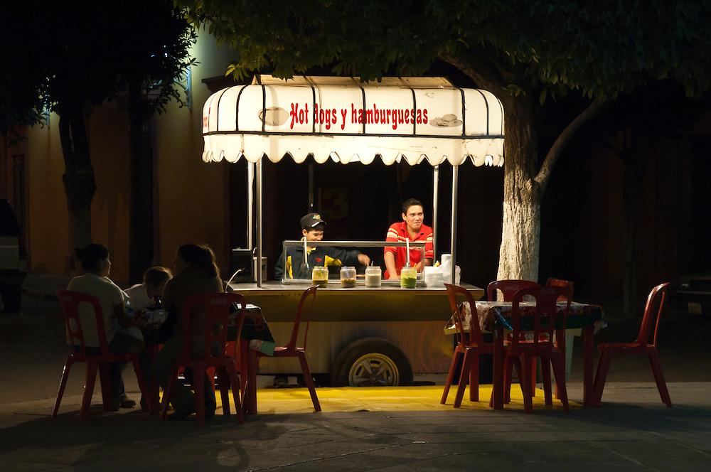 Hot Dogs y hamburguesas (hamburgers) food cart on the plaza in El Fuerte, Sinaloa, Mexico.