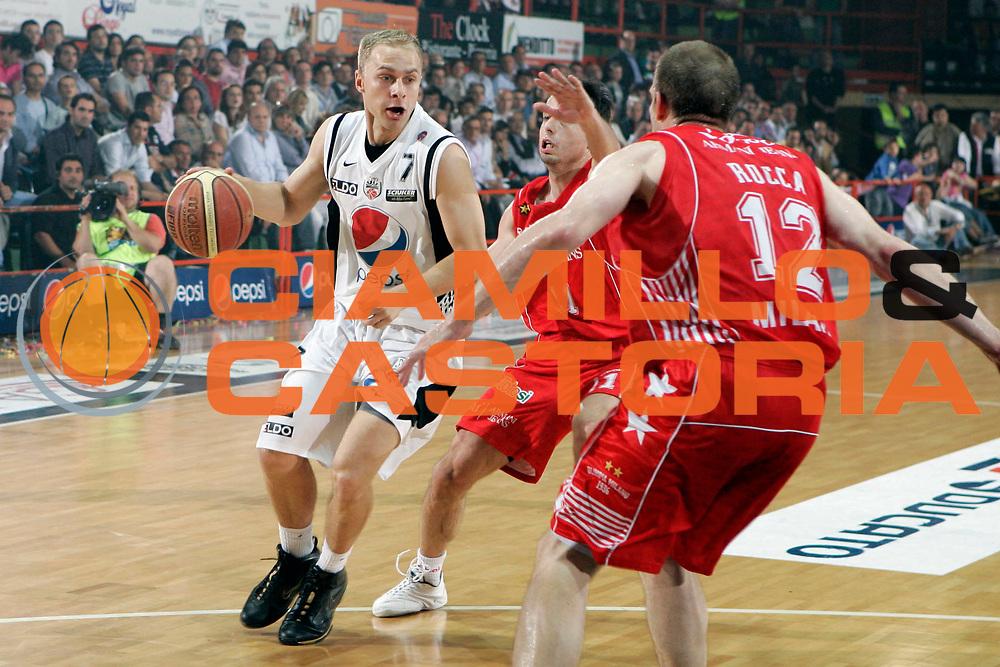 DESCRIZIONE : Caserta Lega A 2009-10 Playoff Semifinale Gara 2 Pepsi Caserta Armani Jeans Milano<br /> GIOCATORE : Lukasz Koszarek<br /> SQUADRA : Pepsi Caserta<br /> EVENTO : Campionato Lega A 2009-2010 <br /> GARA : Pepsi Caserta Armani Jeans Milano<br /> DATA : 04/06/2010<br /> CATEGORIA : palleggio<br /> SPORT : Pallacanestro <br /> AUTORE : Agenzia Ciamillo-Castoria/A.De Lise<br /> Galleria : Lega Basket A 2009-2010 <br /> Fotonotizia : Caserta Lega A 2009-10 Playoff Semifinale Gara 2 Pepsi Caserta Armani Jeans Milano<br /> Predefinita :