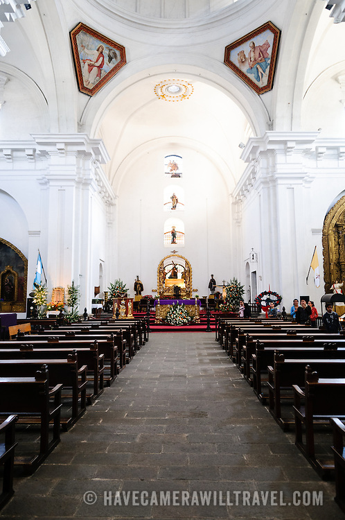The knave, looking towards the altar, of Iglesia de San Francisco in Antigua, Guatemala.