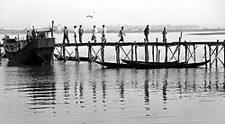 BANGLADESH COX'S BAZAAR DISTRICT COX'S BAZAAR JUL94 - Men walk along a provisional pier in the port of Cox's Bazaar...jre/Photo by Jiri Rezac..© Jiri Rezac 1994