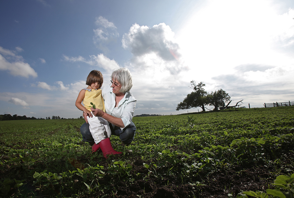 Kincardine, Ontario ---10-06-22--- Organic farmer Maria Hodgins and her grandaughter Aurelie Brockhorst, 4, pose for a photo in Maria's field of organic soya beans at her farm near Kincardine, Ontario, June 22, 2010.<br /> GEOFF ROBINS The Globe and Mail