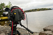 Vandaag mocht de pers voor het eerst weer op het eiland Utoya in Noorwegen bij Oslo, na de slachtpartij op 22-07-2011 waarbij 77 slachtoffers vielen. Een camera van TV2 OSLO is stille getuige<br /> Foto: Geert van Erven