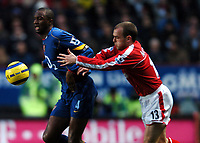 Photo: Javier Garcia/Back Page Images<br />Charlton Athletic v Arsenal, FA Barclays Premiership, The Valley 01/01/2005<br />Patrick Vieira battles with Danny Murphy in midfield