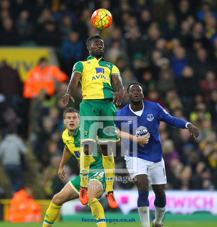Alexander Tettey of Norwich wins a header during the Barclays Premier League match at Carrow Road, Norwich<br /> Picture by Paul Chesterton/Focus Images Ltd +44 7904 640267<br /> 12/12/2015