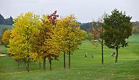 DILLENBURG (Duitsland) - Hole 1, Golf Club Dillenburg in Westerwald. COPYRIGHT KOEN SUYK