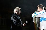 11.11.2010, Hartwall-Areena, Helsinki..J??kiekon Euro Hockey Tour - Karjala-turnaus 2010. Suomi - Ven?j?..Kalervo Kummola tarjoaa mikrofonin Raimo Helmiselle..©Juha Tamminen.