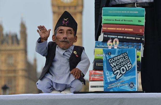 World's Shortest Man Dies : Discovery News http://news.discovery.com/human/life/worlds-shortest-man-dies-150905.htm