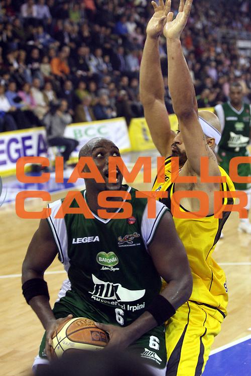 DESCRIZIONE : Scafati Lega A1 2006-07 Legea Scafati Air Avellino <br /> GIOCATORE : Jamison <br /> SQUADRA : Air Avellino <br /> EVENTO : Campionato Lega A1 2006-2007 <br /> GARA : Legea Scafati Air Avellino <br /> DATA : 18/11/2006 <br /> CATEGORIA : Penetrazione <br /> SPORT : Pallacanestro <br /> AUTORE : Agenzia Ciamillo-Castoria/G.Ciamillo
