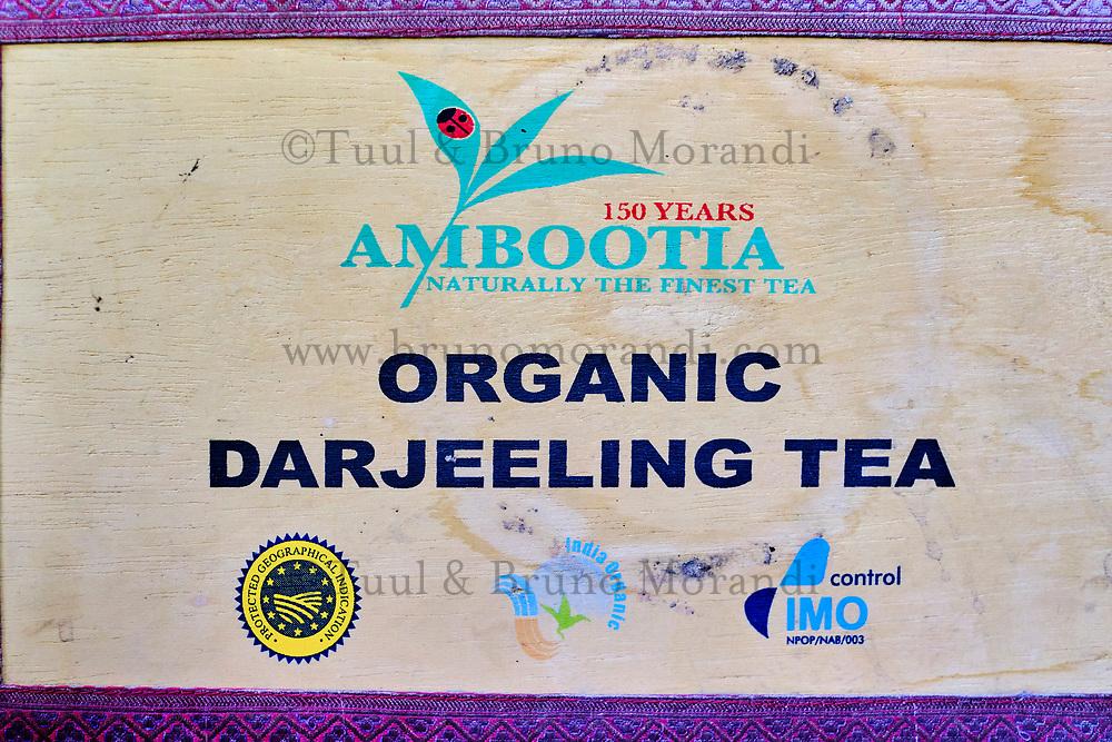 Inde, Bengale Occidental, Darjeeling, boite de thé de Darjeeling // India, West Bengal, Darjeeling, Darjeeling tea box