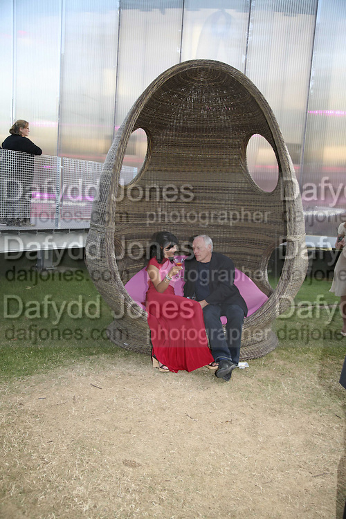 Polly Sampson  and David Gilmour, The Summer Party sponsored by Yves St. Laurent. Serpentine Gallery. 11 July 2006. . ONE TIME USE ONLY - DO NOT ARCHIVE  © Copyright Photograph by Dafydd Jones 66 Stockwell Park Rd. London SW9 0DA Tel 020 7733 0108 www.dafjones.com