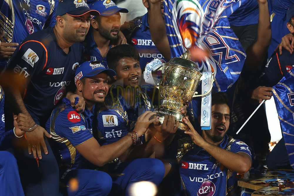 Vivo IPL Champions Mumbai Indians celebrate during the Prize ceremony after the final of the Vivo 2017 Indian Premier League between the Rising Pune Supergiant and the Mumbai Indians held at the Rajiv Gandhi International Cricket Stadium in Hyderabad, India on the 21st May 2017<br /> <br /> Photo by Shaun Roy - Sportzpics - IPL