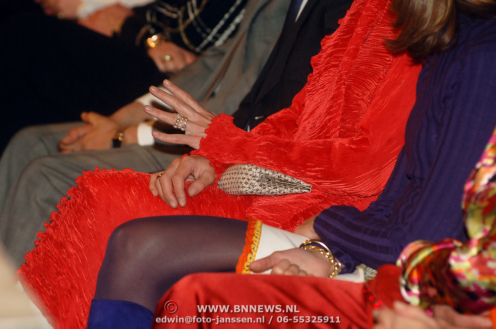 NLD/Amsterdam/20060306 - Modeshow Ronald Kolk 2006, Prinses Laurentien en Vanessa Loudon
