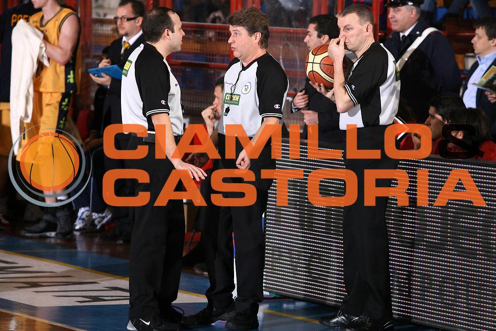 DESCRIZIONE : Porto San Giorgio Lega A1 2006-07 Premiata Montegranaro Eldo Napoli <br /> GIOCATORE : Arbitro <br /> SQUADRA : <br /> EVENTO : Campionato Lega A1 2006-2007 <br /> GARA : Premiata Montegranaro Eldo Napoli <br /> DATA : 18/02/2007 <br /> CATEGORIA : Ritratto <br /> SPORT : Pallacanestro <br /> AUTORE : Agenzia Ciamillo-Castoria/G.Ciamillo