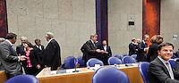 Nederland. Den Haag, 26 oktober 2010.<br /> De Tweede Kamer debatteert over de regeringsverklaring van het kabinet Rutte.<br /> Mark Rutte temidden van zijn bewindslieden in vak K.<br /> Kabinet Rutte, regeringsverklaring, tweede kamer, politiek, democratie. regeerakkoord, gedoogsteun, minderheidskabinet, eerste kabinet Rutte, Rutte1, Rutte I, debat, parlement<br /> Foto Martijn Beekman