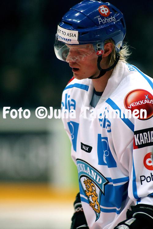 05.11.2009, Hartwall-Areena, Helsinki..J??kiekon Euro Hockey Tour - Karjala-turnaus 2009 .Suomi - Ven?j?.Jani Tuppurainen - Suomi.©Juha Tamminen.
