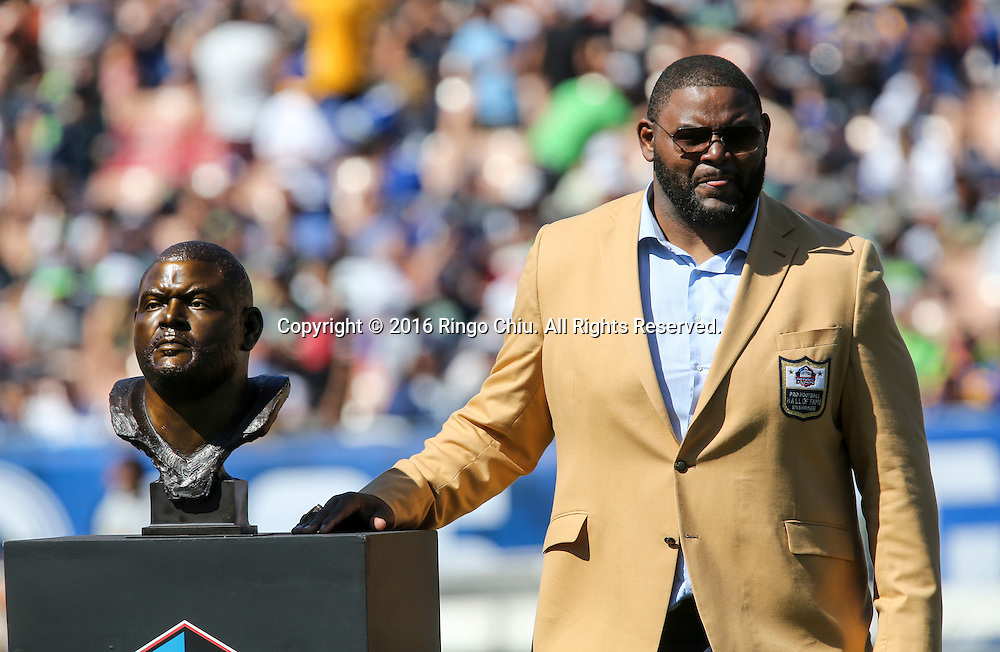 Former Rams team member Orlando Pace stands with his bust during the Rams Hall of Fame Ring of Excellence ceremony at halftime of an NFL football game between the Rams and the Seattle Seahawks at the Los Angeles Memorial Coliseum, Sunday, Sept. 18, 2016, in Los Angeles.(Photo by Ringo Chiu/PHOTOFORMULA.com)<br /> <br /> Usage Notes: This content is intended for editorial use only. For other uses, additional clearances may be required.
