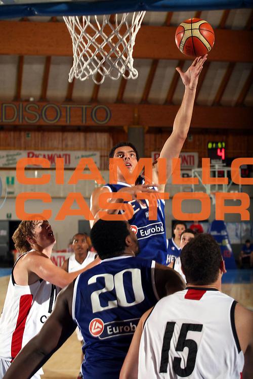 DESCRIZIONE : Bormio Trofeo Internazionale Diego Gianatti Canada Grecia <br />GIOCATORE : Tsartsaris<br />SQUADRA : Grecia <br />EVENTO : Bormio Trofeo Internazionale Diego Gianatti Canada Grecia <br />GARA : Canada Grecia<br />DATA : 22/07/2006 <br />CATEGORIA :  Tiro<br />SPORT : Pallacanestro <br />AUTORE : Agenzia Ciamillo-Castoria/S.Ceretti<br />Galleria : FIP Nazionale Italiana <br />Fotonotizia : Bormio Trofeo Internazionale Diego Gianatti Canada Grecia<br />Predefinita :