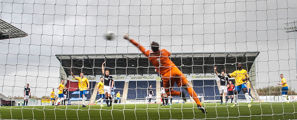 Another Cowdenbeath miss.<br /> Falkirk 6 v 0 Cowdenbeath, Scottish Championship game played at The Falkirk Stadium, 25/10/2014.