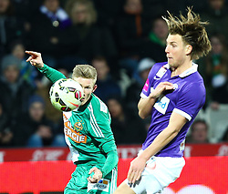 08.03.2015, Generali Arena, Wien, AUT, 1. FBL, FK Austria Wien vs SK Rapid Wien, 24. Runde, im Bild Florian Kainz (SK Rapid Wien) und Lukas Rotpuller (FK Austria Wien) // during Austrian Football Bundesliga Match, 24th Round, between FK Austria Vienna and SK Rapid Wien at the Generali Arena, Vienna, Austria on 2015/03/08. EXPA Pictures © 2015, PhotoCredit: EXPA/ Thomas Haumer