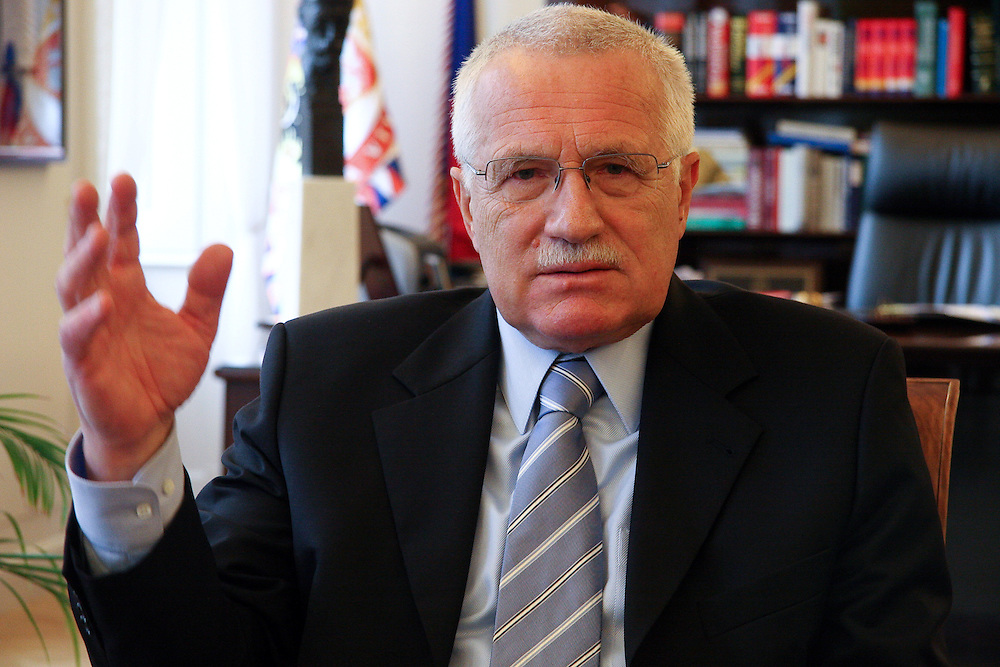 Der tschechische Pr&auml;sident Vaclav Klaus w&auml;hrend einem Interview in seinem Arbeitszimmer auf der Prager Burg.<br /> <br /> Czech president Vaclav Klaus during an interview in his office at Prague castle.