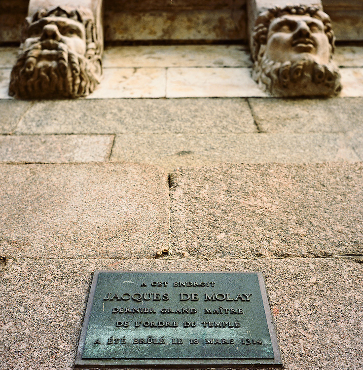 Plaque noting site of execution of Jacques de Molay, last grand master of the Knights  Templar, Paris, France