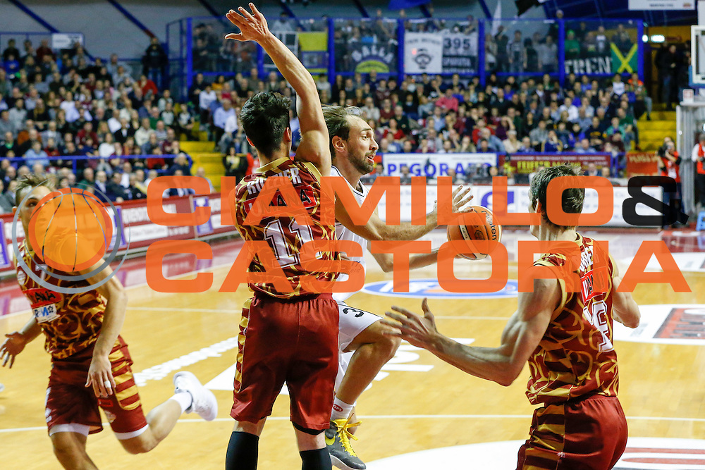DESCRIZIONE : Venezia Lega A 2015-16 Umana Reyer Venezia Dolomiti Energia Trentino<br /> GIOCATORE : Giuseppe Poeta<br /> CATEGORIA : Passaggio<br /> SQUADRA : Umana Reyer Venezia Dolomiti Energia Trentino<br /> EVENTO : Campionato Lega A 2015-2016<br /> GARA : Umana Reyer Venezia Dolomiti Energia Trentino<br /> DATA : 28/12/2015<br /> SPORT : Pallacanestro <br /> AUTORE : Agenzia Ciamillo-Castoria/G. Contessa<br /> Galleria : Lega Basket A 2015-2016 <br /> Fotonotizia : Venezia Lega A 2015-16 Umana Reyer Venezia Dolomiti Energia Trentino